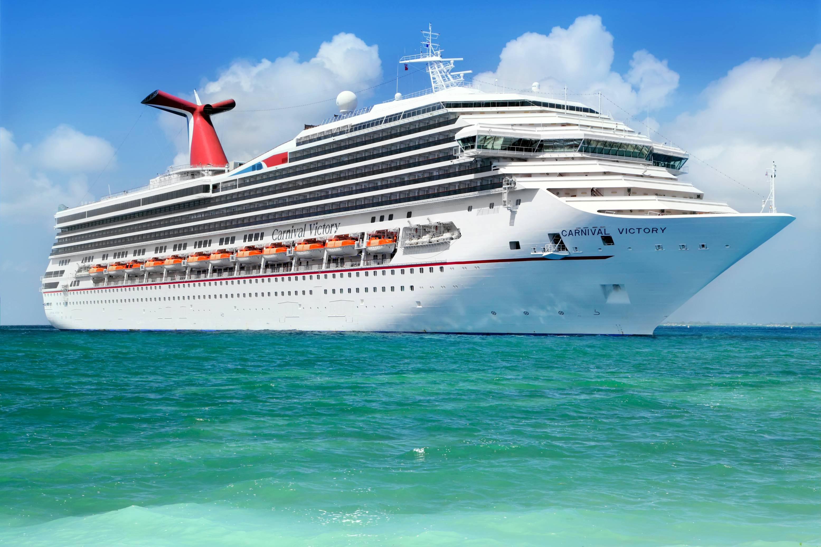 Carnival Cruises and Royal Caribbean could go bankrupt – is there any hope?
