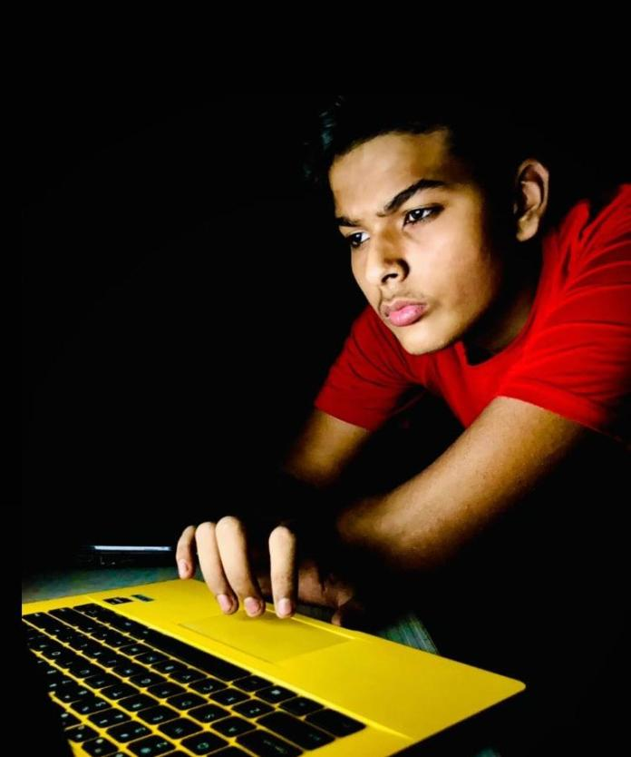 Mayank Kumar Sharma, a young entrepreneur who was born on 7th November 2004, is creating a sensation in the new digital market
