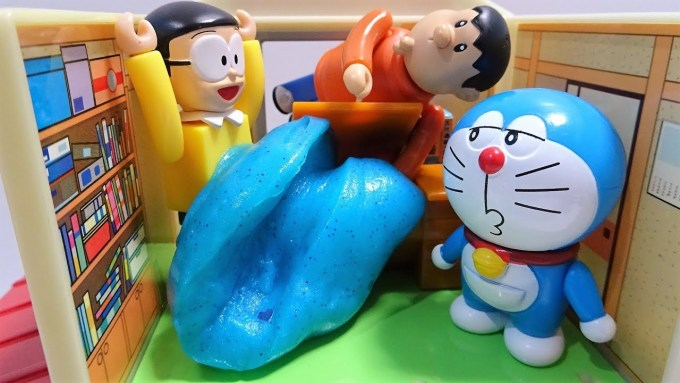 Gian put a slime in the room of Doraemon from the window!Gian is full of slime !for kids!yupyon