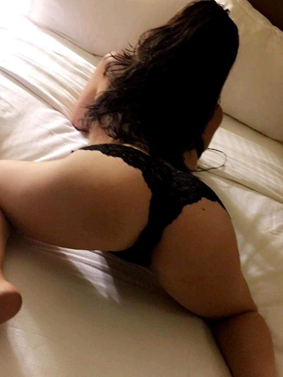 Curvy busty exotic GFE escort Chicago