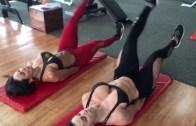 İki Güzelin Beraber Yaptıkları Egzersiz Rutinleri