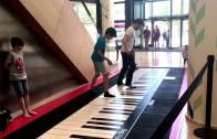 Çocuk, Dev Piyanoda Alan Walker'ın Faded Eserini Çalıyor!