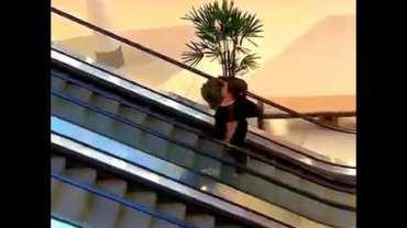 Kahkaha Tufanı Yaratan Yürüyen Merdiven Şakası