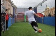 Muhteşem Yetenek Ronaldinho – Robot Kaleciye Karşı!