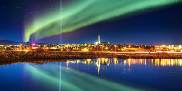 tzoo.blog_.northern_lights_reykjavik.031815-1024x512