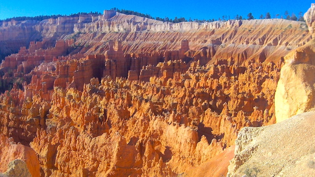 Les roches du parc Bryce Canyon se transforme en dentelle photo blog voyage tour du monde https://yoytourdumonde.fr