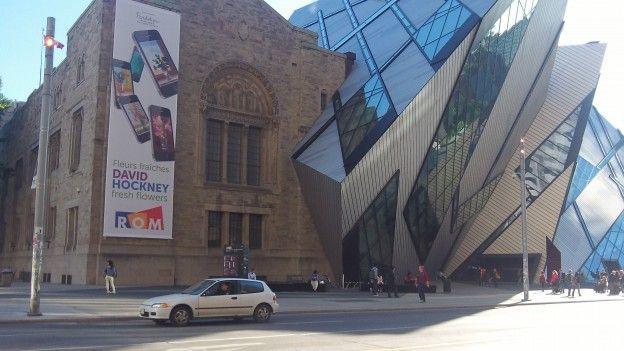 Cette eglise qui touche un musée avec une architecture ancier-nouveau mélangé j'aime enormement photo blog voyage tour du monde https://yoytourdumonde.fr