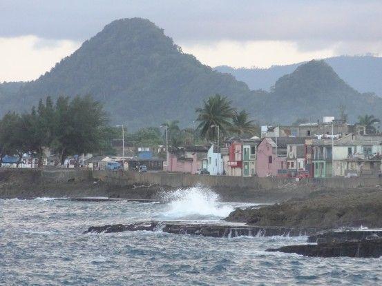 Baracoa est une magnifique ville tout à l'est de Cuba entre montagnes et mer photo blog voyage tour du monde https://yoytourdumonde.fr