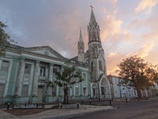 Camaguey à Cuba est inscrite au Patrimoine de l'Unesco, grâce à son centre historique colonial est des églises présentes photo blog voyage tour du monde https://yoytourdumonde.fr