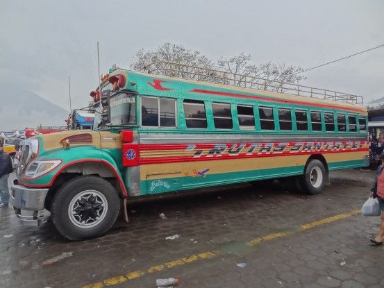 Bus public du Guatemala photo blog voyage tour du monde travel https://yoytourdumonde.fr