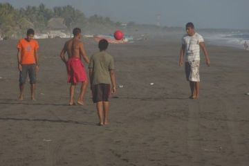 guatemala-monterrico-football-travel-voyage