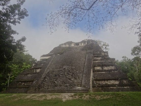 Ruine Maya de Tikal au Guatemala photo blog voyage tour du monde travel https://yoytourdumonde.fr