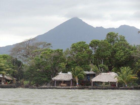 Sur le Lac Nicaragua vous pouvez voir aux alentours certains volcans photo blog voyage tour du monde travel https://yoytourdumonde.fr