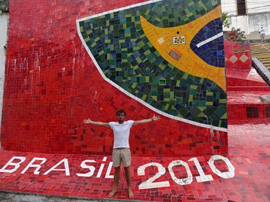 Escalier rouge à Rio de Janeiro véritable oeuvre d'art à Rio de Janeiro photo blog voyage tour du monde travel https://yoytourdumonde.fr