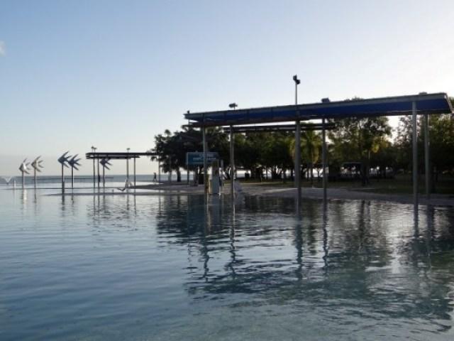 Australie- Cairns: Pour ma part il n'y a pas photo, Cairns a veritablement le plus beau lagon d'Australie.