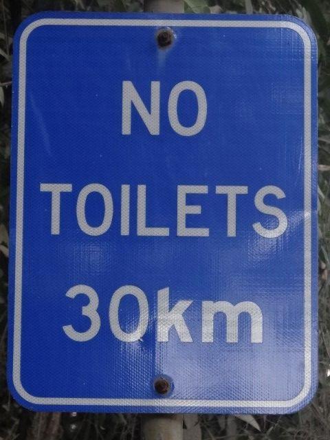 Australie- Queensland: Cap Tribulation: Et oui, j'ai ecris qu'il n'y avait plus de route plus au nord. Apparement il n'y a plus de toilette non plus!!!lol