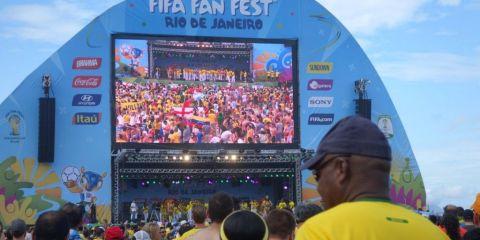 Coupe du monde au Bresil: Le fifa fan fest de Rio de Janeiro et les supporters du monde entier present