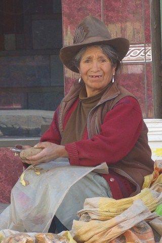 Peru-Huaraz: Une vendeuse sur le marche.