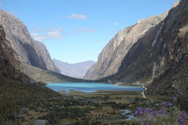 Perou-Laguna 69: Entre montagne et eau turquoise la Laguna 69 est l'un des plus bels endroits du Perou à decouvrir sur mon blog https://yoytourdumonde.fr/perou-huaraz-laguna-69/