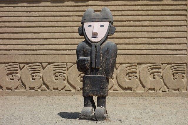 Perou- Chan Chan: Statue à Chan Chan