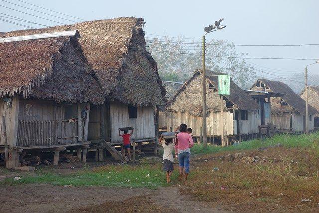 Voyage au Perou: Je me réveil tôt pour découvrir le village de Lagunas qui se trouve en Amazonie en attendant mon bateau!