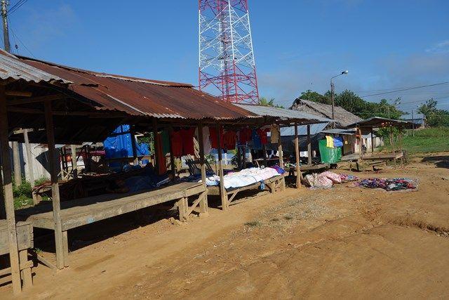 Voyage au Perou-Lagunas: Il y a quand meme quelques rues dans le village. La preuve!