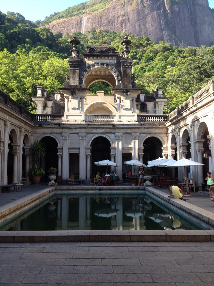 Bresil- Rio de Janeiro: Parc Laje, devant la superbe maison coloniale.