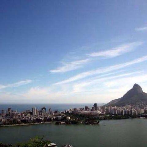 Bresil- Rio de Janeiro-Parc Laje : En montant un peu vous pouvez avoir une superbe vision de Rio des Janeiro.