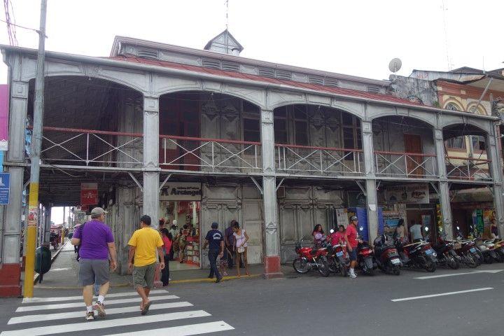 Perou-Amazonie: L'une des curiosités d'Iquitos et cette maison dessiné par M. Eiffeil