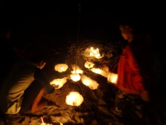 Cambodge-Kep:  Des locaux font des voeux sur la plage pour la nouvelle année 2015