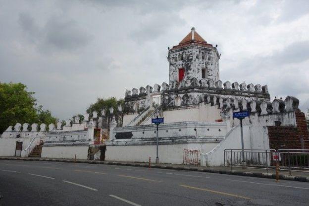 Voyage à Bangkok: Surprise avec un semblant de murail...en Asie?
