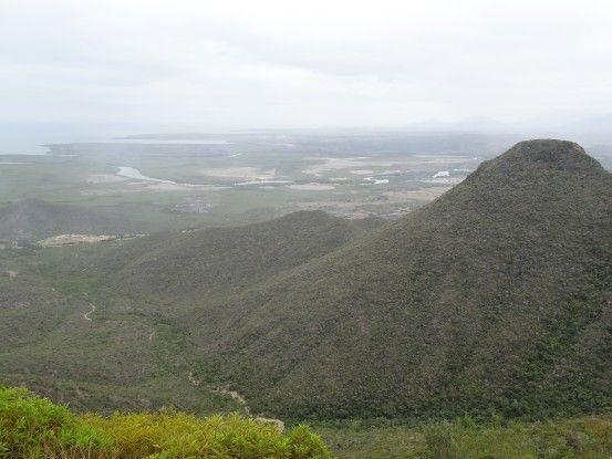 Nouvelle-Caledonie: Nous sommes en plein treck, le paysage est MAGNIFIQUE!