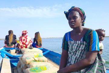 Une habitante de Mar Lodj dans le Sine Saloum photo blog voyage tour du monde http://yoytourdumonde.fr