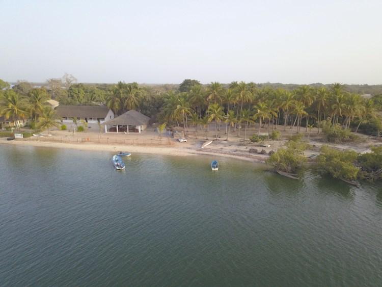 Vue aerienne en drone de l'ile des feticheurs ou ile d'Ehidje au Sénégal en Casamance photo bog voyage tour du monde https://yoytourdumonde.fr