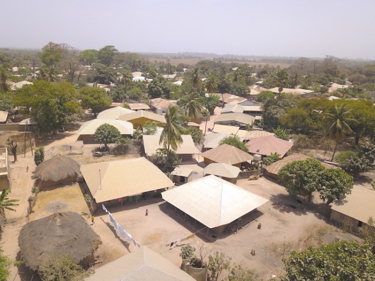 Village tradionnel de Diembering en Casamance photo blog voyage tour du monde https://yoytourdumonde.fr