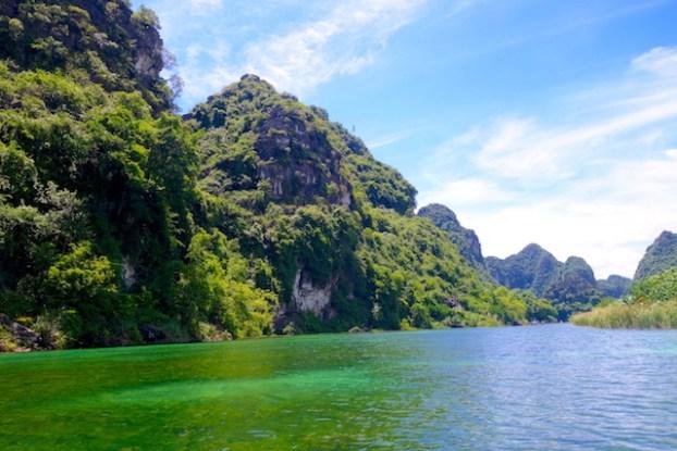 La superbe Baie d'halong terrestre au Vietnam ninh binh tam coc photo blog voyage tour du monde https://yoytourdumonde.fr