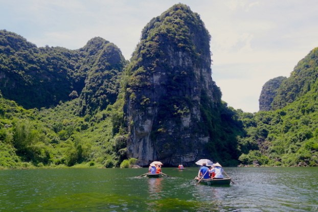 Visite Baie d'Halong Terrestre ning binh photo blog voyage tour du monde https://yoytourdumonde.fr