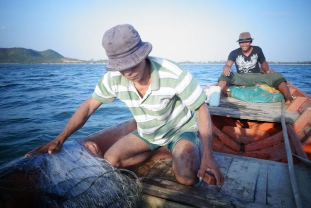 Cambodge - Kep: Avec l'ancien beau pere de Paul nous sommes parties pêcher non loin de la côte