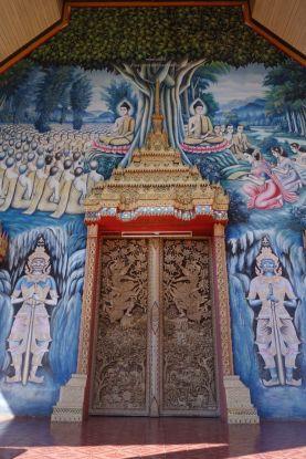 Nord Thailande: La porte principale de certains temples traversee est tout simplement ADMIRABLES.
