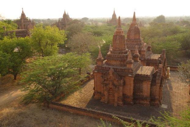le site feerique de Bagan vous transportera pendant de long jours tant il y a de pagode, temple et stupa a decouvrir photo voyage tour du monde https://yoytourdumonde.fr