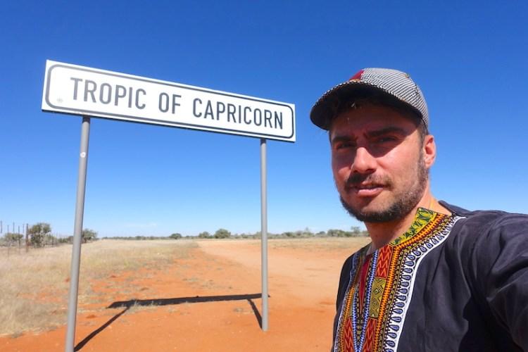 Portrait sur le tropique du capricorne en Namibie photo blog voyage tour du monde https://yoytourdumonde.fr
