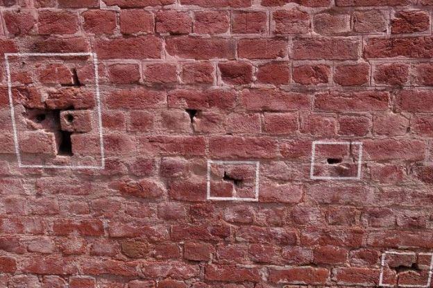 le jardin Jallianwala Bagh ou les impactes de balles sont toujours visibles. Les anglais ont tué plus de 400 personnes ici en 1919 photo blog voyage tour du monde https://yoytourdumonde.fr