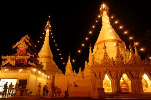 temple-bouddhiste-nuit-travel-voyage-thailande