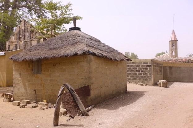 Les cases traditionnels (maison)sur l'Ile de Mar Lodj dans le Sine-Saloum au Sénégal photo blog voyage tour du monde https://yoytourdumonde.fr
