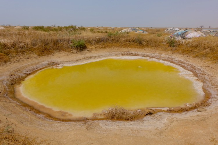 A même le sol les lagunes de puits de sel de Palmarin. Photo blog voyage tour du monde photo blog voyage tour du monde https://yoytourdumonde.fr