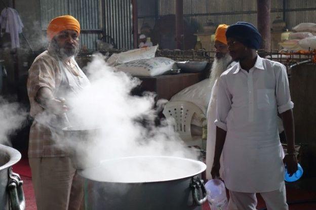 Cuisine temple d'or Amritsar photo blog voyage tour du monde https://yoytourdumonde.fr