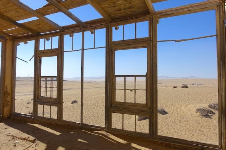 Kolmanskop photo blog voyage tour du monde travel Namibia désert https://yoytourdumonde.fr