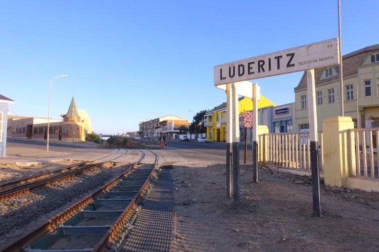 Ancienne gare de Luderitz en Namibie photo blog voyage tour du monde travel https://yoytourdumonde.fr