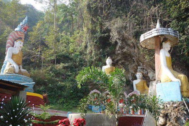 Mythologie bouddhistes et Bouddha dans le temple de temple de Kawt Ka Taung a Hpa-An photo blog voyage tour du monde https://yoytourdumonde.fr