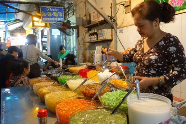 Hanoi- Vietnam: Pour decouvrir la gastronomie du Vietnam rien de mieux que de manger dans la rue.